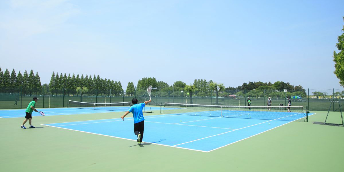テニスコート 競技中