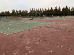 テニスコートの写真1